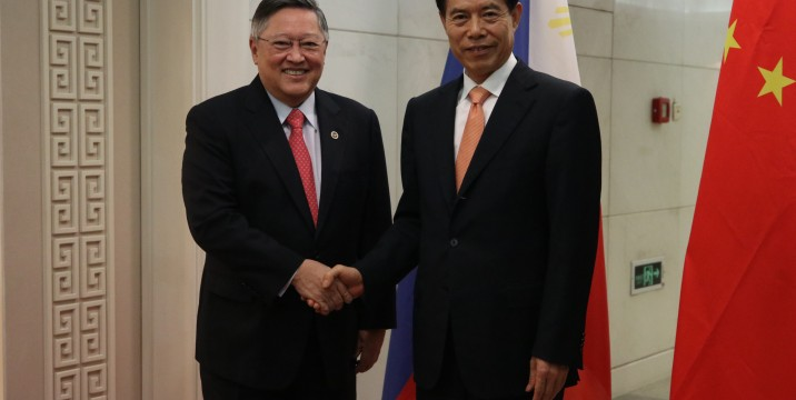 Finance Secretary Carlos Dominguez III with China Commerce Minister Zhong Shan